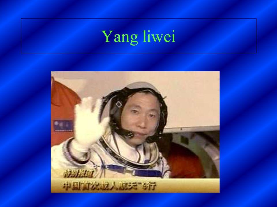 Taïkonaute Yang liwei étais à bord de la navette shenzhous 5