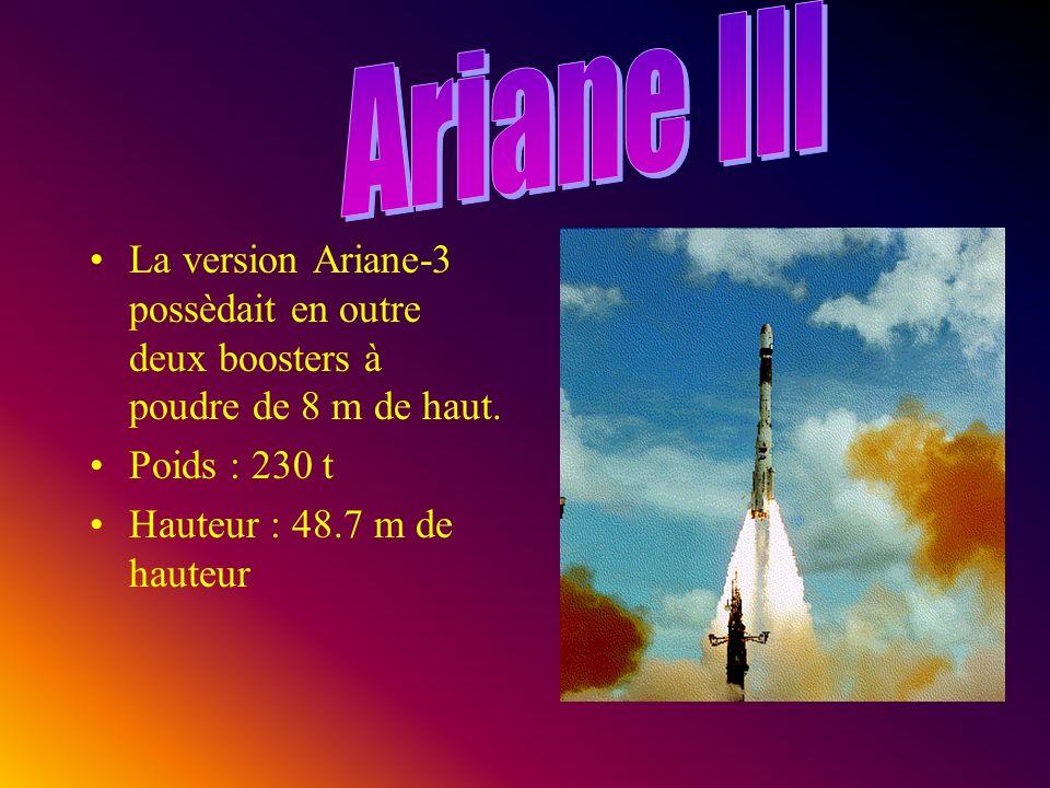 La version Ariane-3 possèdait en outre deux boosters à poudre de 8 m de haut.