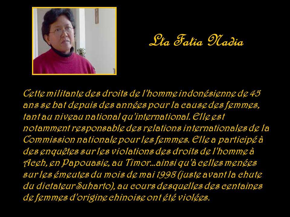 Le 10 décembre 1998, elle fonde avec un groupe d intellectuels le Conseil National pour les libertés en Tunisie (CNLT) dont elle devient porte-parole (2001-2003), le CNLT ne reçoit pas son visa légal mais continue à exercer son activité.