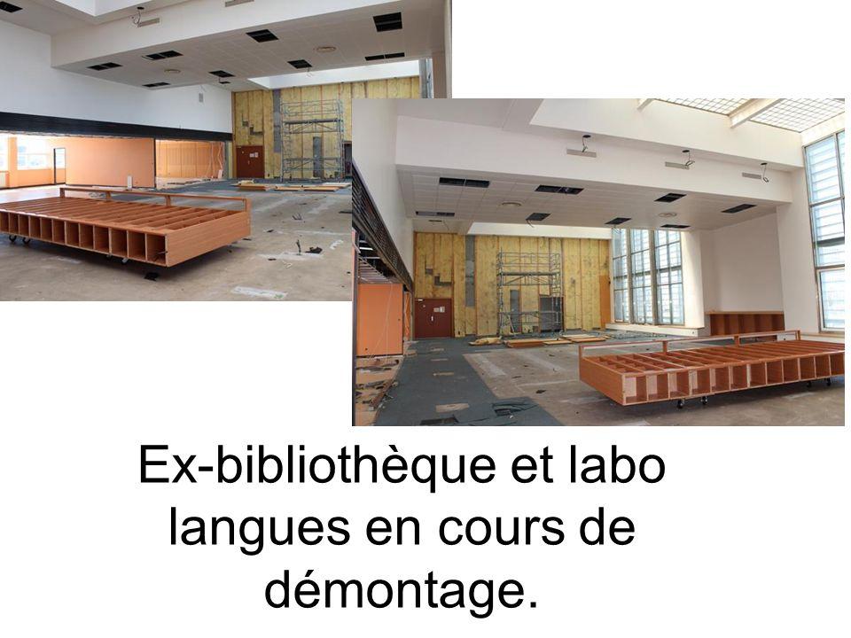 Ex-bibliothèque et labo langues en cours de démontage.