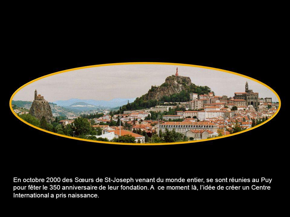 En octobre 2000 des Sœurs de St-Joseph venant du monde entier, se sont réunies au Puy pour fêter le 350 anniversaire de leur fondation.
