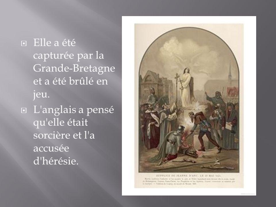 Elle a été capturée par la Grande-Bretagne et a été brûlé en jeu. L'anglais a pensé qu'elle était sorcière et l'a accusée d'hérésie.
