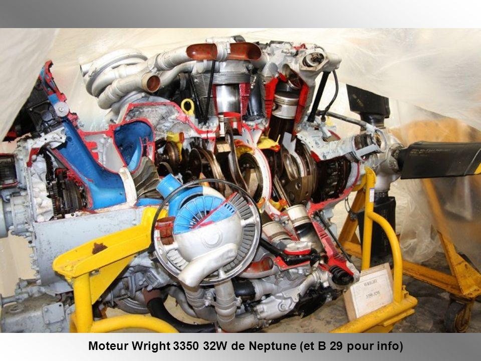 Il y a quelques années un musée rassemblant des matériels de lAéronautique Navale était créé sur la Base de Rochefort.