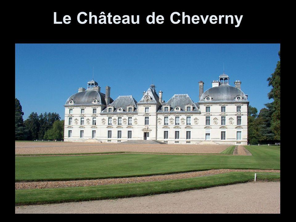 Le Château de Cheverny, reconnu comme l un des must du Val de Loire, étonne par la richesse de son ameublement et le charme authentique et raffiné de sa décoration.