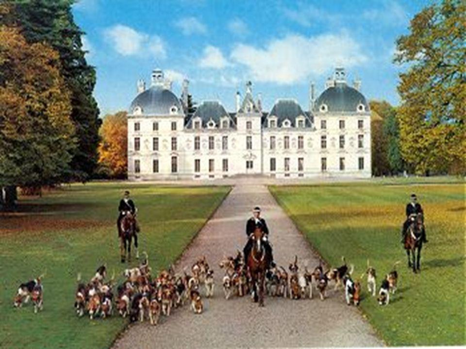 Ils en ont confié la réalisation à l architecte Jacques Bougier (dit Boyer de Blois), qui avait assisté Salomon de La Brosse dans la construction du château de Blois.