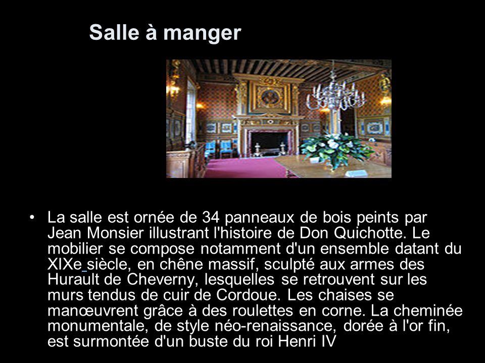 Salle d armes Plus grande pièce du château, la salle d armes, décorée par Jean Mosnier, expose une collection d armes et d armures des XVème, XVIème et XVIIème siècle, dont une petite armure ayant appartenu au duc de Bordeaux et comte de Chambort, ayant été offerte par celui-ci au marquis de Vibraye.
