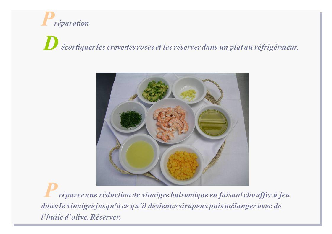 P réparation écortiquer les crevettes roses et les réserver dans un plat au réfrigérateur.