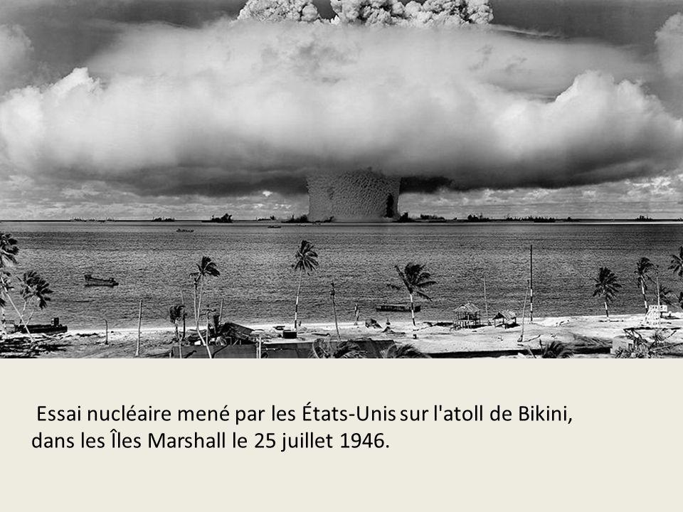 Essai nucléaire mené par les États-Unis sur l'atoll de Bikini, dans les Îles Marshall le 25 juillet 1946.