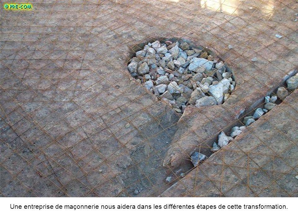 La perforation de murs très épais, la pose de traversées pour les pièces de traitement deau, les tuyauteries feront de ce bassin un parfait endroit pour se détendre ou se rafraîchir.
