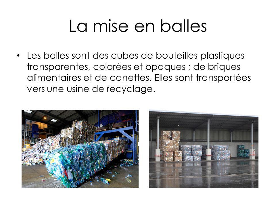 La mise en balles Les balles sont des cubes de bouteilles plastiques transparentes, colorées et opaques ; de briques alimentaires et de canettes.