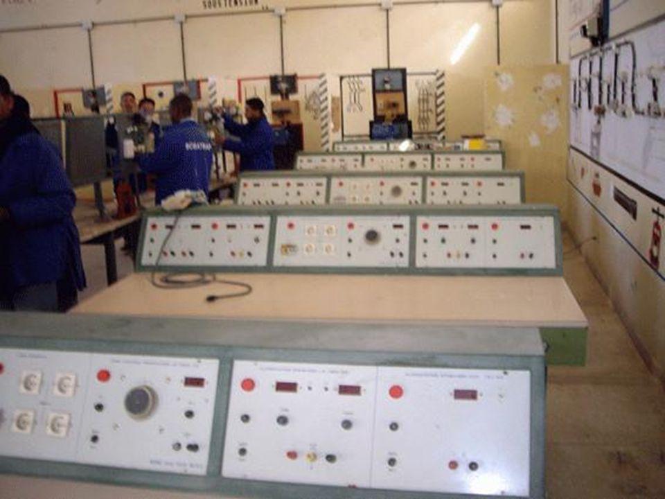 الكترومكانيك Electromécanique Description générale du métier LOuvrier Qualifié en Electromécanique est appelé à intervenir sur des systèmes mécaniques, hydrauliques, électriques et électroniques.