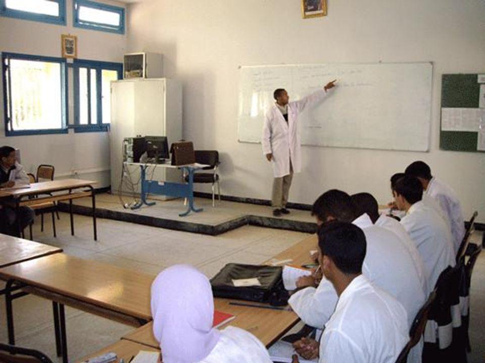 La formation est sanctionnée par un diplôme Les évaluations sont organisées sous forme de : Contrôles continus Examens de fin de module Examen de fin de formation.