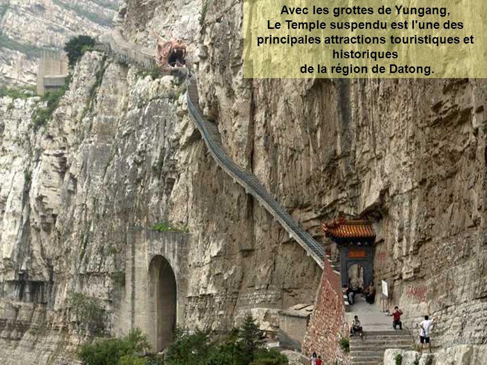 Avec les grottes de Yungang, Le Temple suspendu est l une des principales attractions touristiques et historiques de la région de Datong.