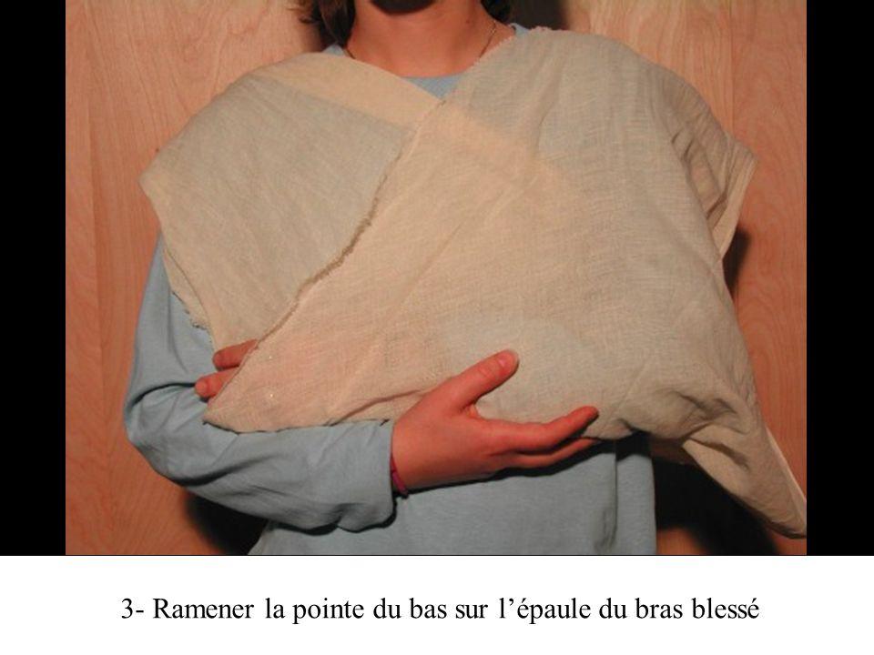 3- Ramener la pointe du bas sur lépaule du bras blessé