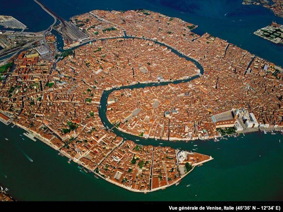 Vue générale de Venise, Italie (45°35 N – 12°34 E)