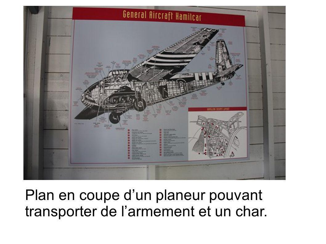 Plan en coupe dun planeur pouvant transporter de larmement et un char.