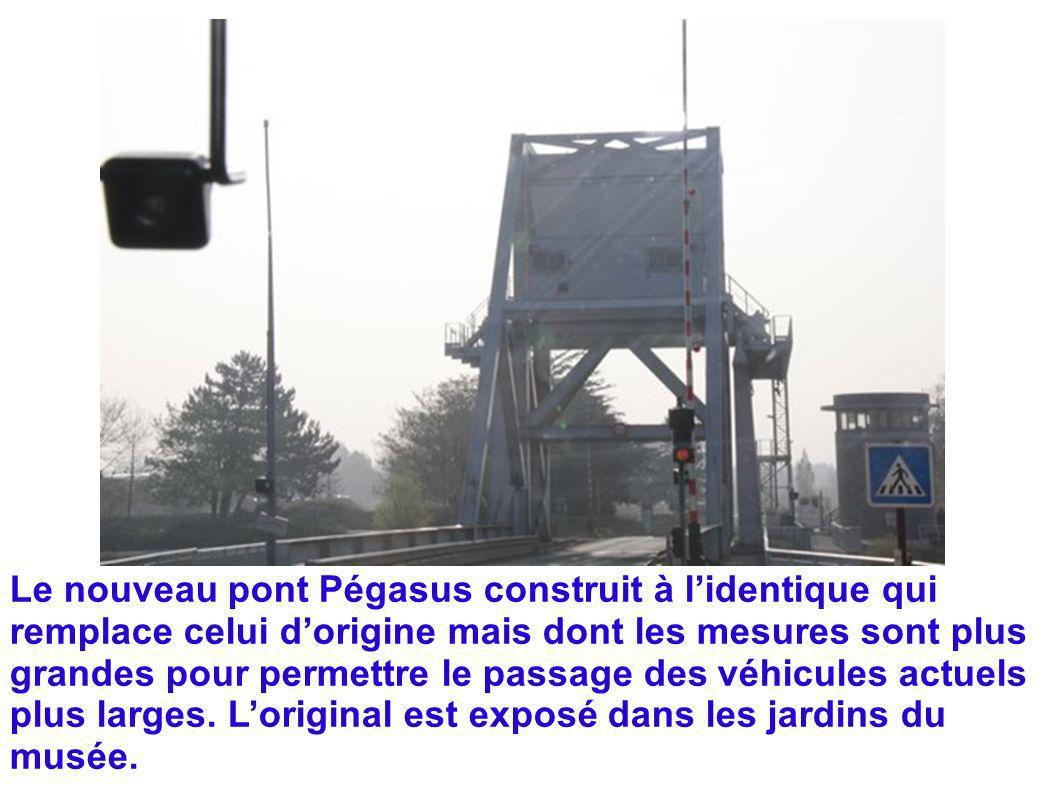 Le nouveau pont Pégasus construit à lidentique qui remplace celui dorigine mais dont les mesures sont plus grandes pour permettre le passage des véhic