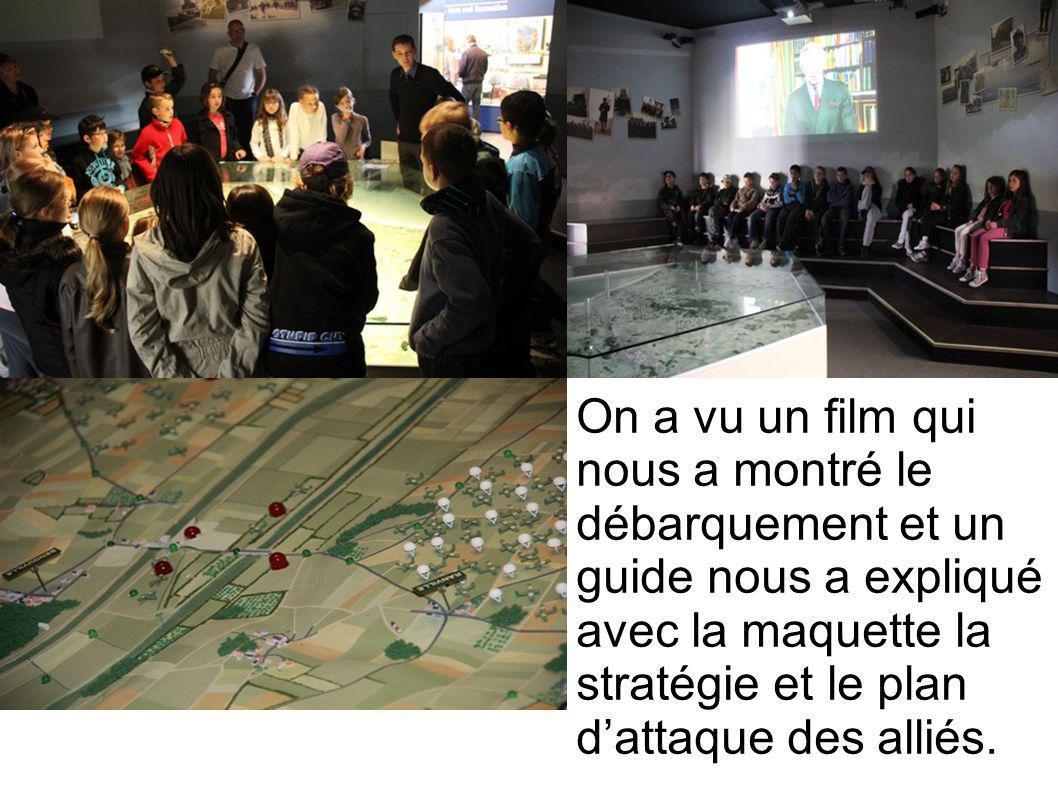 On a vu un film qui nous a montré le débarquement et un guide nous a expliqué avec la maquette la stratégie et le plan dattaque des alliés.