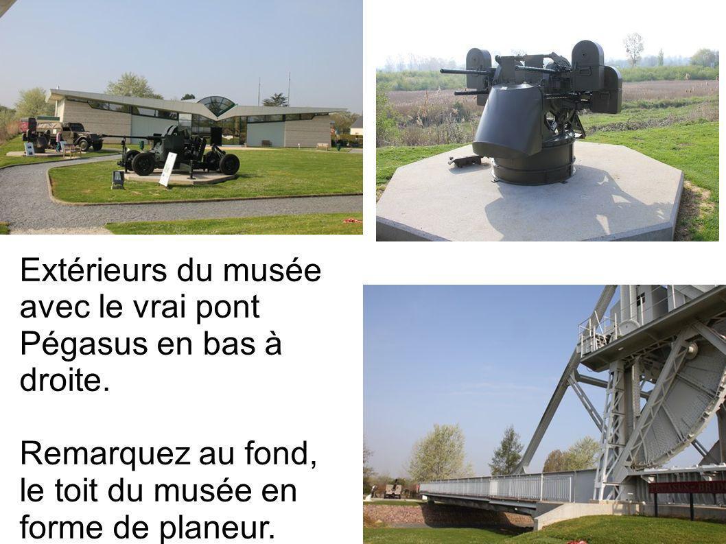 Extérieurs du musée avec le vrai pont Pégasus en bas à droite. Remarquez au fond, le toit du musée en forme de planeur.