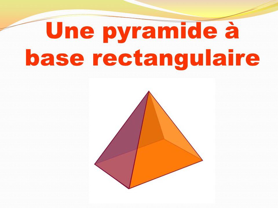 Une pyramide à base rectangulaire