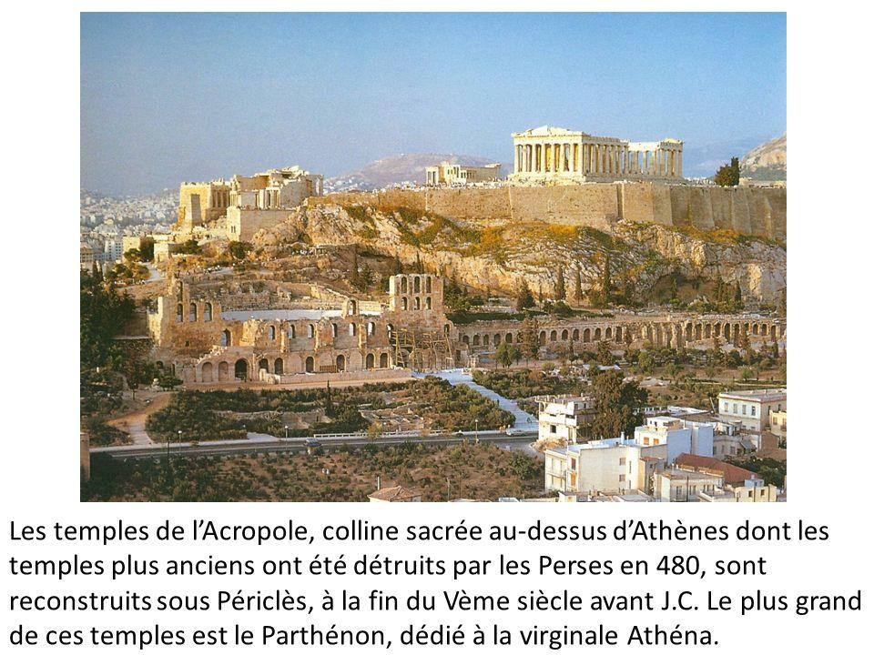 Les temples de lAcropole, colline sacrée au-dessus dAthènes dont les temples plus anciens ont été détruits par les Perses en 480, sont reconstruits so