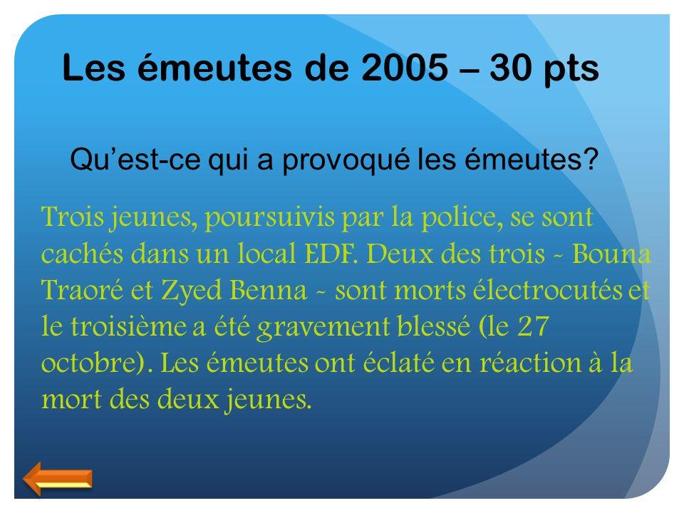 Les émeutes de 2005 – 30 pts Quest-ce qui a provoqué les émeutes? Trois jeunes, poursuivis par la police, se sont cachés dans un local EDF. Deux des t