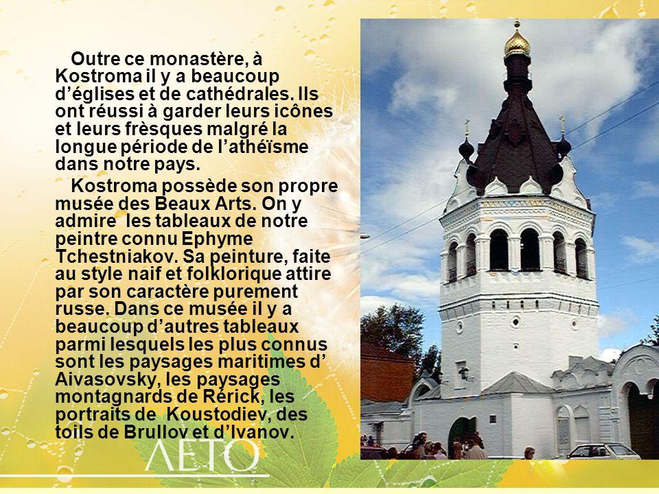Outre ce monastère, à Kostroma il y a beaucoup déglises et de cathédrales. Ils ont réussi à garder leurs icônes et leurs frèsques malgré la longue pér