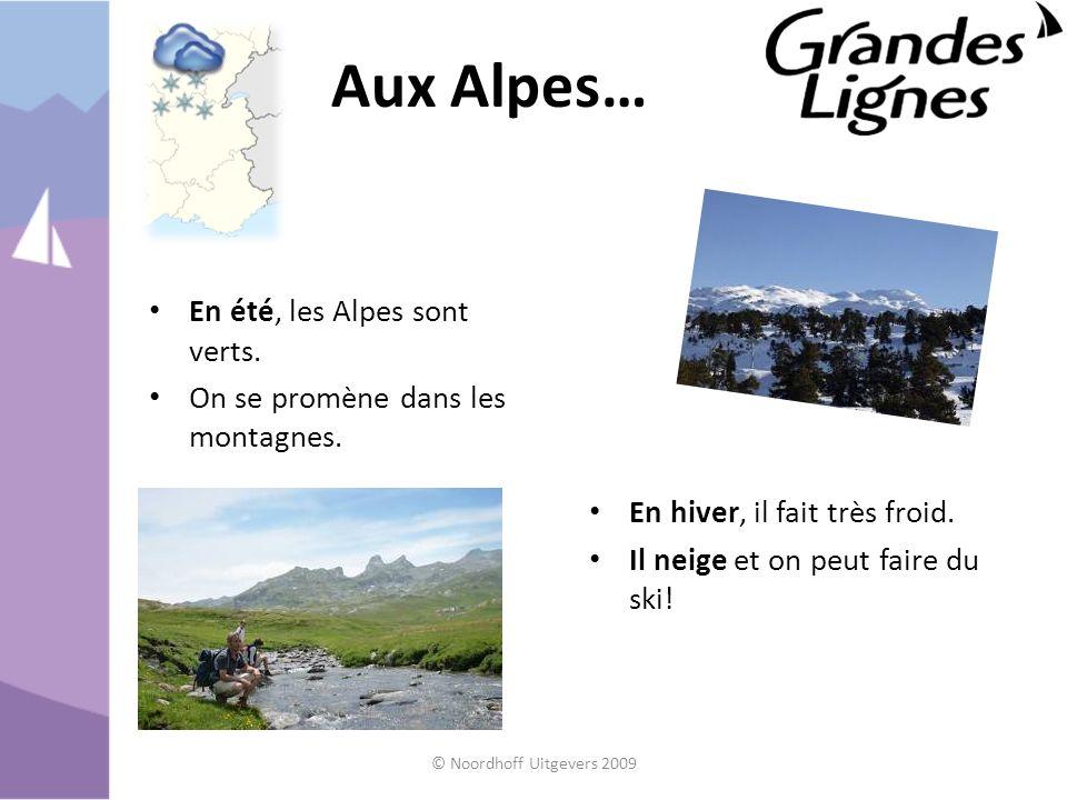 Aux Alpes… En été, les Alpes sont verts. On se promène dans les montagnes. En hiver, il fait très froid. Il neige et on peut faire du ski! © Noordhoff