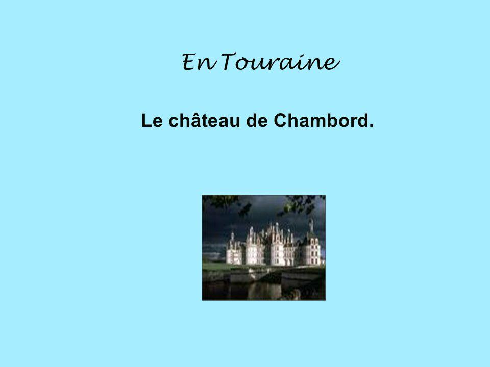 En Provence En Provence, on cultive la lavande. On fait des parfums avec la lavande.