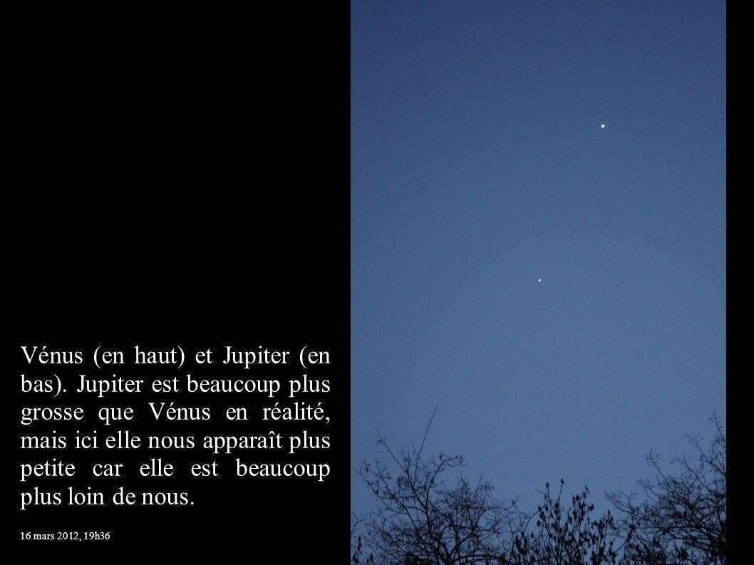 Vénus (en haut) et Jupiter (en bas). Jupiter est beaucoup plus grosse que Vénus en réalité, mais ici elle nous apparaît plus petite car elle est beauc