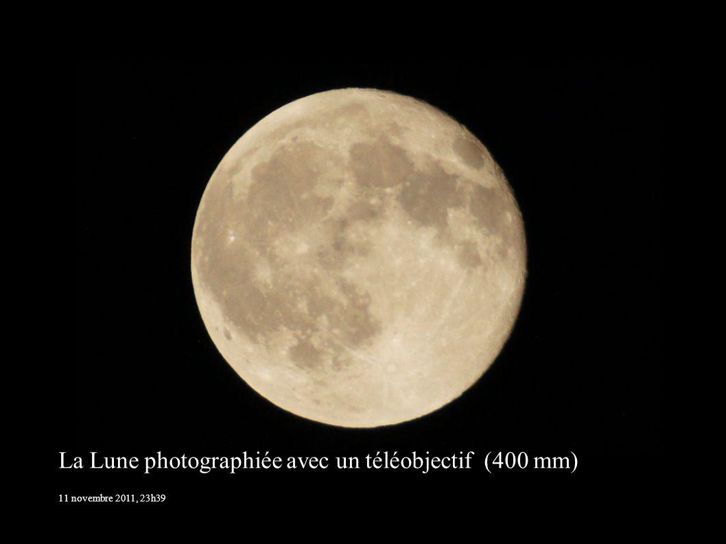 La Lune photographiée avec un téléobjectif (400 mm) 11 novembre 2011, 23h39
