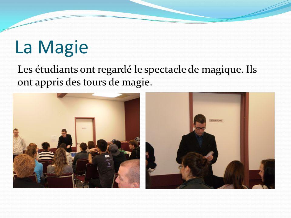La Magie Les étudiants ont regardé le spectacle de magique. Ils ont appris des tours de magie.