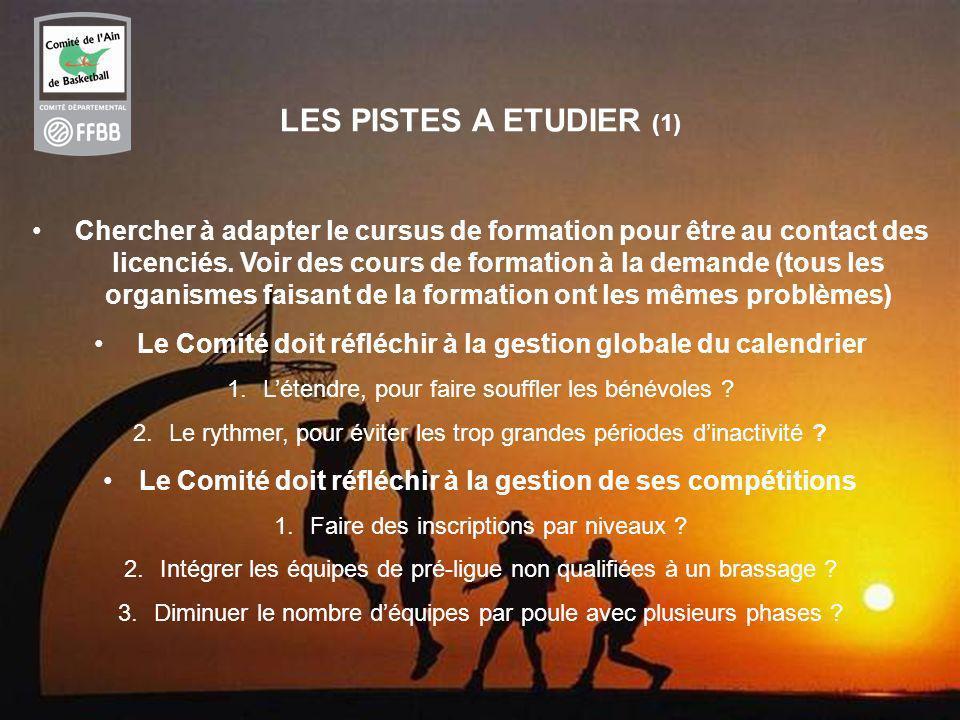 16 LES PISTES A ETUDIER (1) Chercher à adapter le cursus de formation pour être au contact des licenciés.