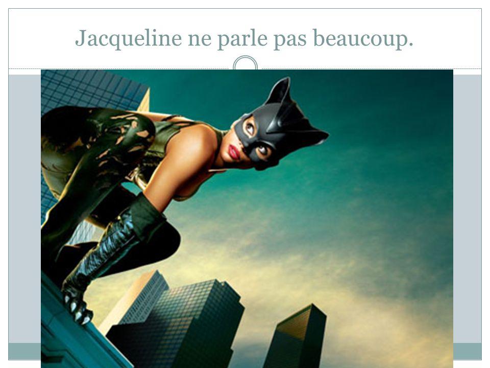 Jacqueline ne parle pas beaucoup.