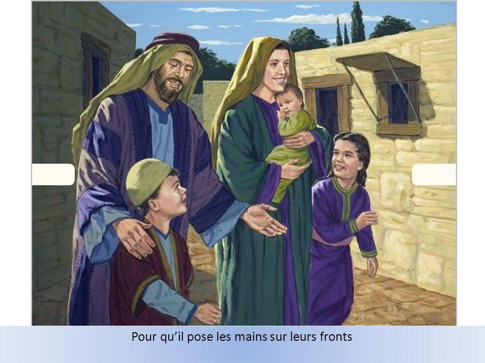 Mais les disciples cherchent à les repousser.