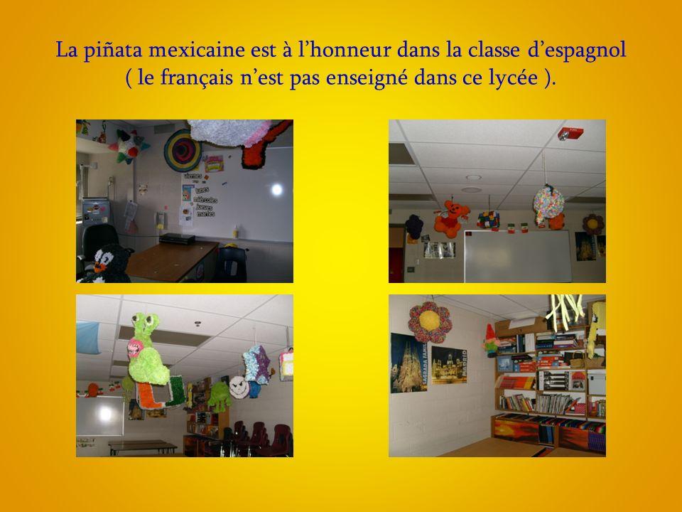 La piñata mexicaine est à lhonneur dans la classe despagnol ( le français nest pas enseigné dans ce lycée ).