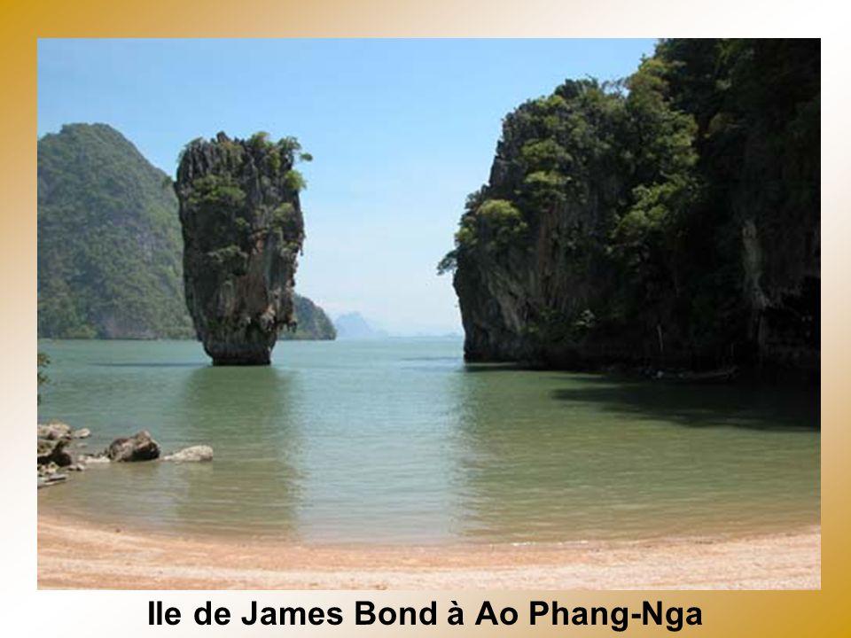 Plage du village de Phi Phi Lay