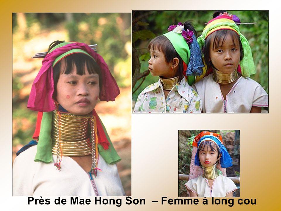 Mère et enfant lors dun mariage Yao