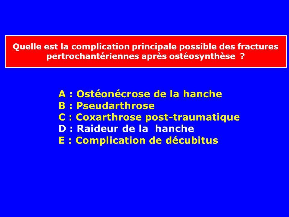 Quelle est la complication principale possible des fractures pertrochantériennes après ostéosynthèse ? A : Ostéonécrose de la hanche B : Pseudarthrose