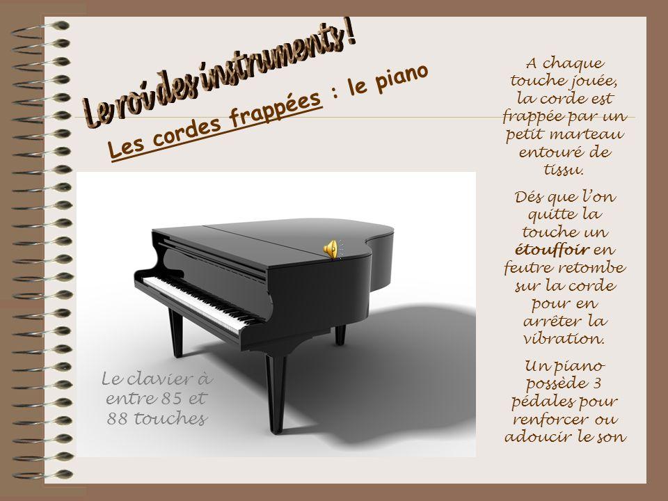 Les cordes frappées : le piano A chaque touche jouée, la corde est frappée par un petit marteau entouré de tissu. Dés que lon quitte la touche un étou