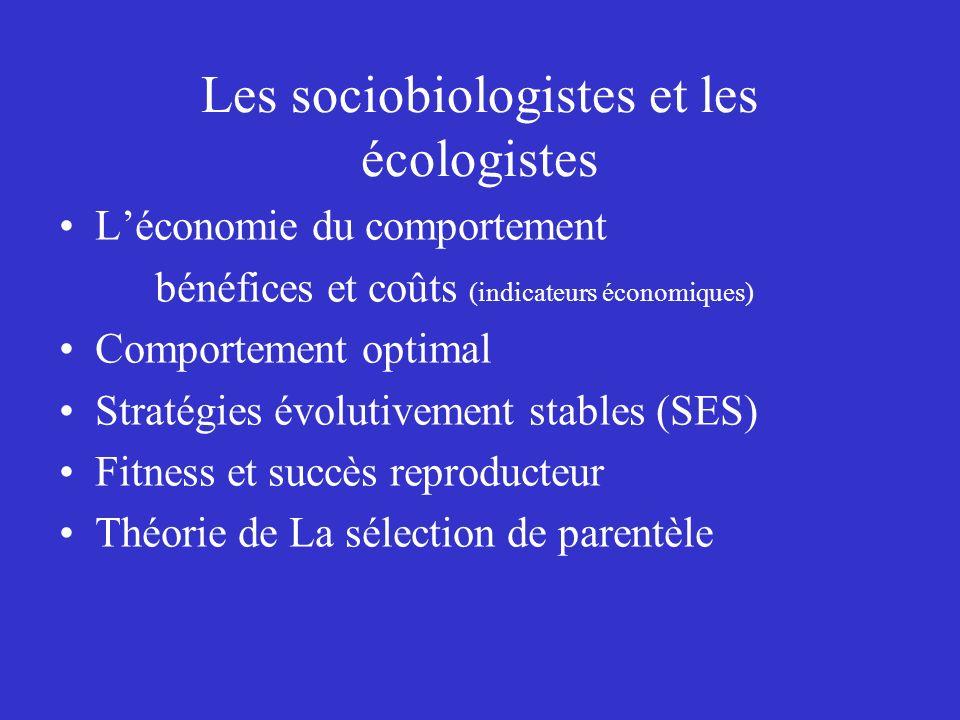 Les sociobiologistes et les écologistes Léconomie du comportement bénéfices et coûts (indicateurs économiques) Comportement optimal Stratégies évoluti