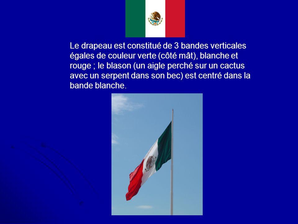 Le drapeau est constitué de 3 bandes verticales égales de couleur verte (côté mât), blanche et rouge ; le blason (un aigle perché sur un cactus avec u