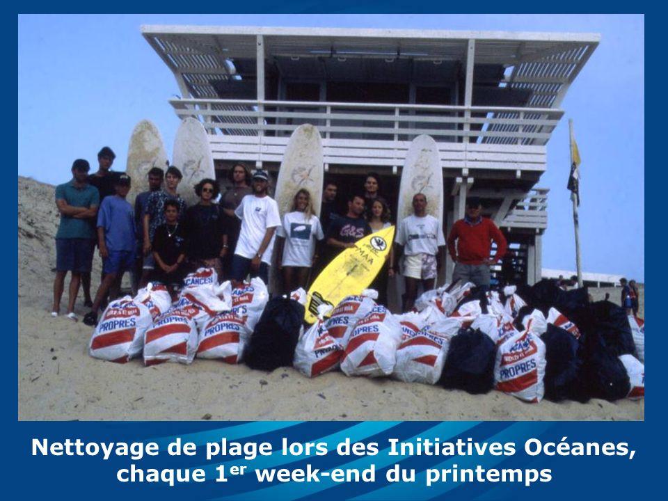 Nettoyage de plage lors des Initiatives Océanes, chaque 1 er week-end du printemps