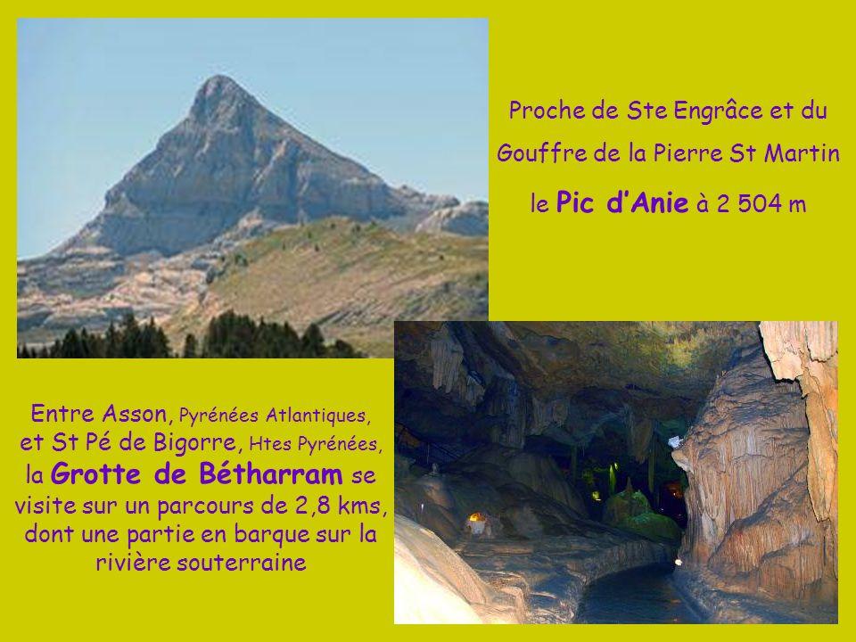 En vallée dAspe sur la commune de Lescuns les Aiguilles dAnsabère à 2 377 m Au dessus du pierrier de la brèche de Hanas, face aux aiguilles de Ansabèr