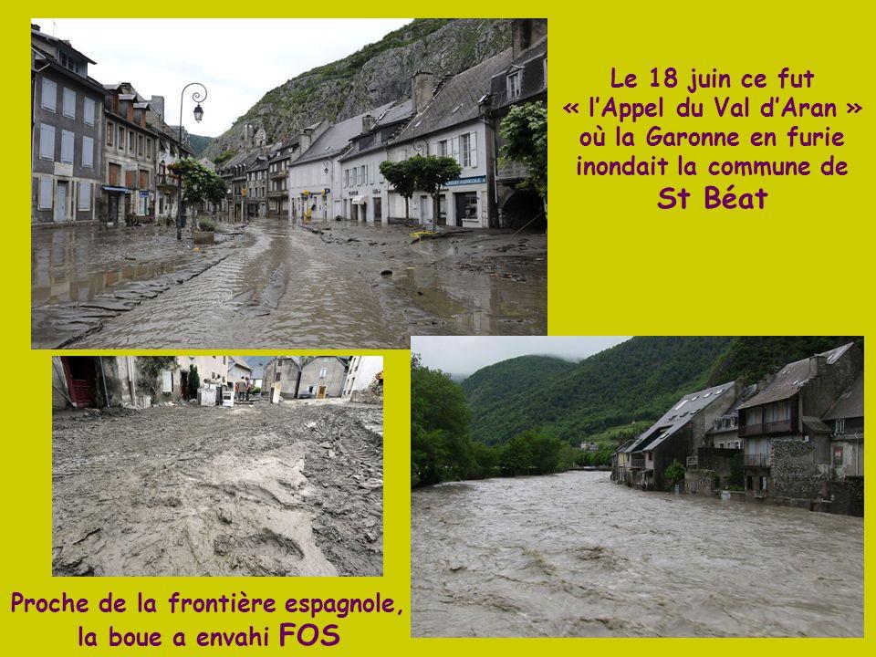 Petit filet deau pour la source de la Garonne dans les Pyrénées espagnoles, au Massif de la Maladeta à 3 404 m. De lAneto au Vignemale, en passant par