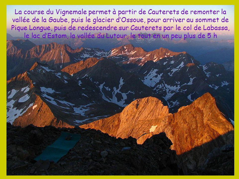 La Pique Longue du massif du Vignemale est le point culminant des Pyrénées françaises avec 3 298 m
