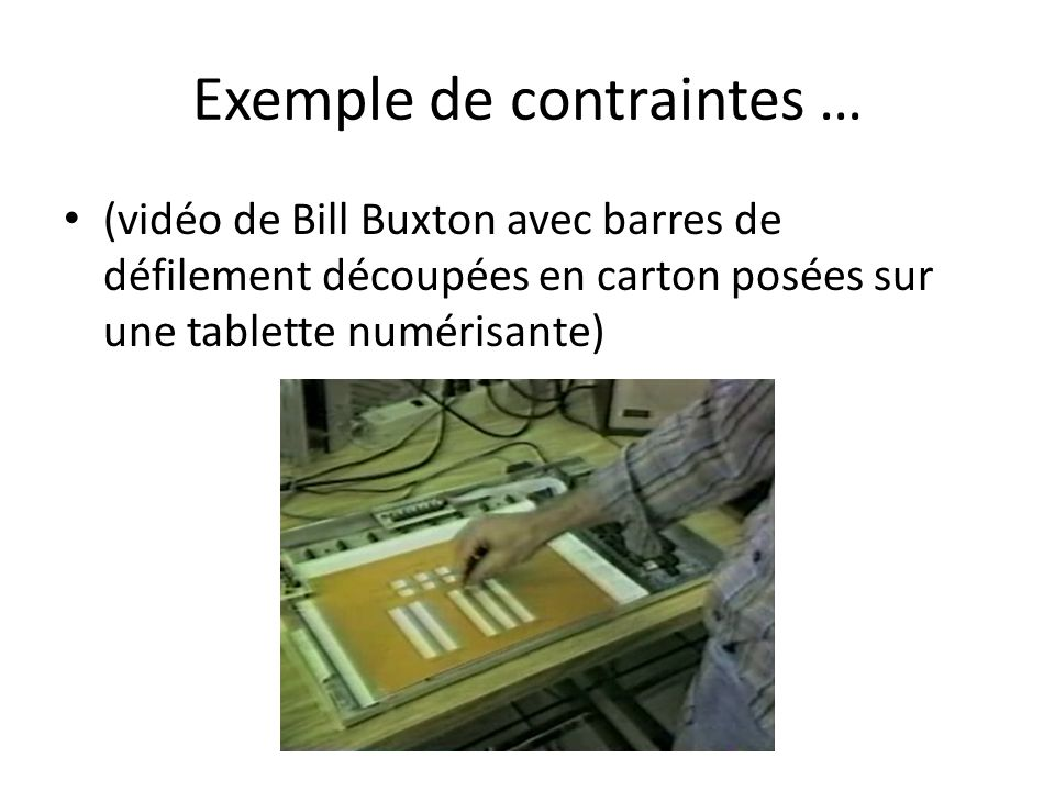 Exemple de contraintes … (vidéo de Bill Buxton avec barres de défilement découpées en carton posées sur une tablette numérisante)