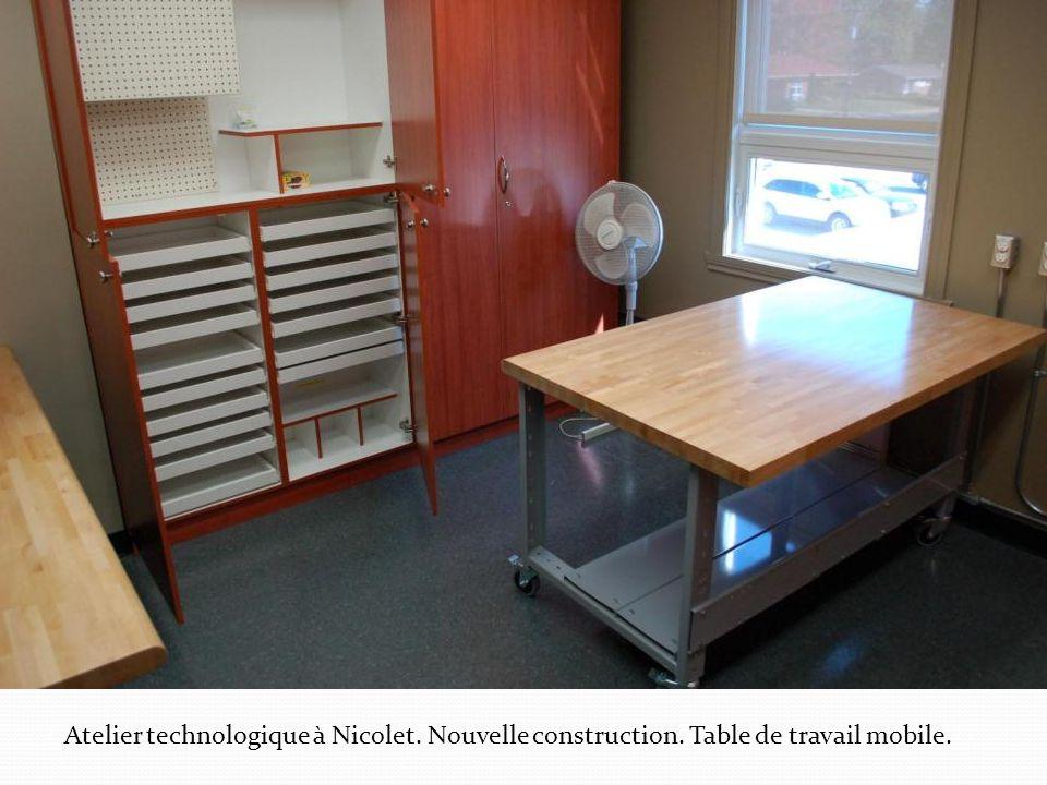 Atelier technologique à Nicolet. Nouvelle construction. Table de travail mobile.