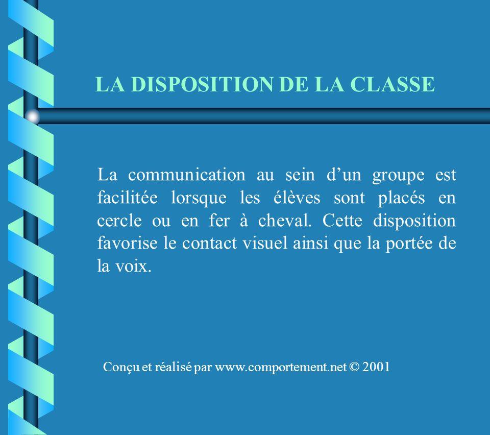 LA DISPOSITION DE LA CLASSE La communication au sein dun groupe est facilitée lorsque les élèves sont placés en cercle ou en fer à cheval.