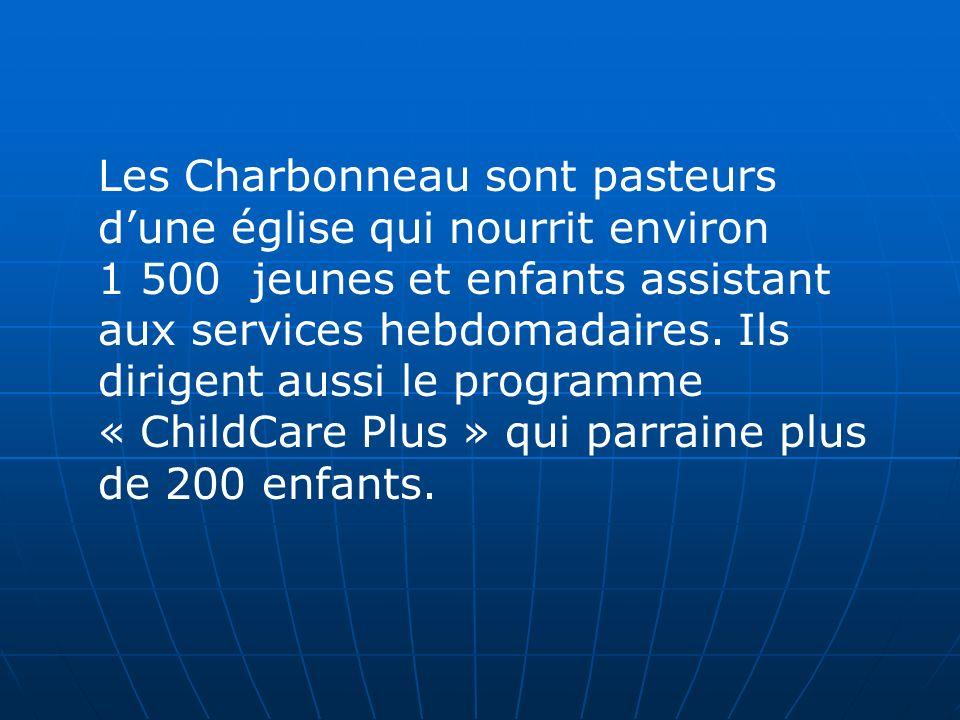 Les Charbonneau sont pasteurs dune église qui nourrit environ 1 500 jeunes et enfants assistant aux services hebdomadaires.